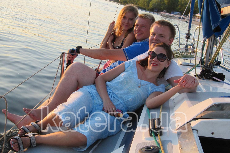 Отдых с друзьями на яхте в Киеве