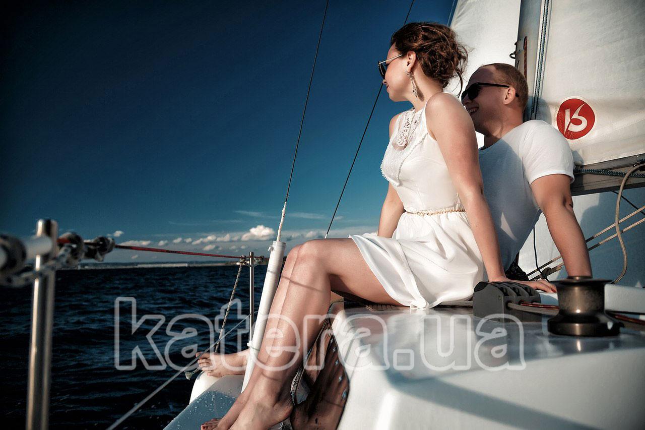 Романтическая прогулка на яхте по Киевскому водохранилищу