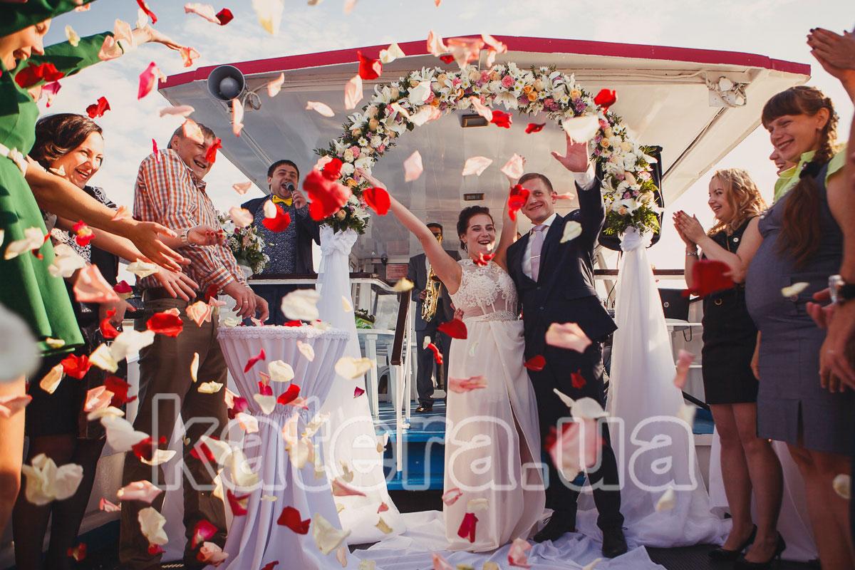Свадебная церемония на теплоходе в Киеве