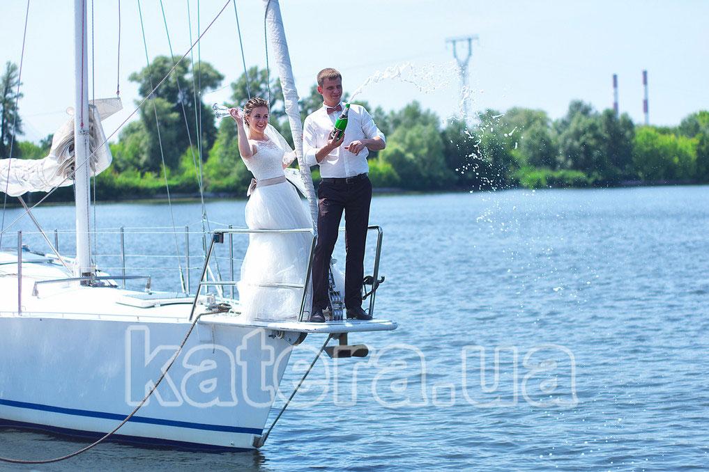 Свадебная прогулка на яхте в Киеве