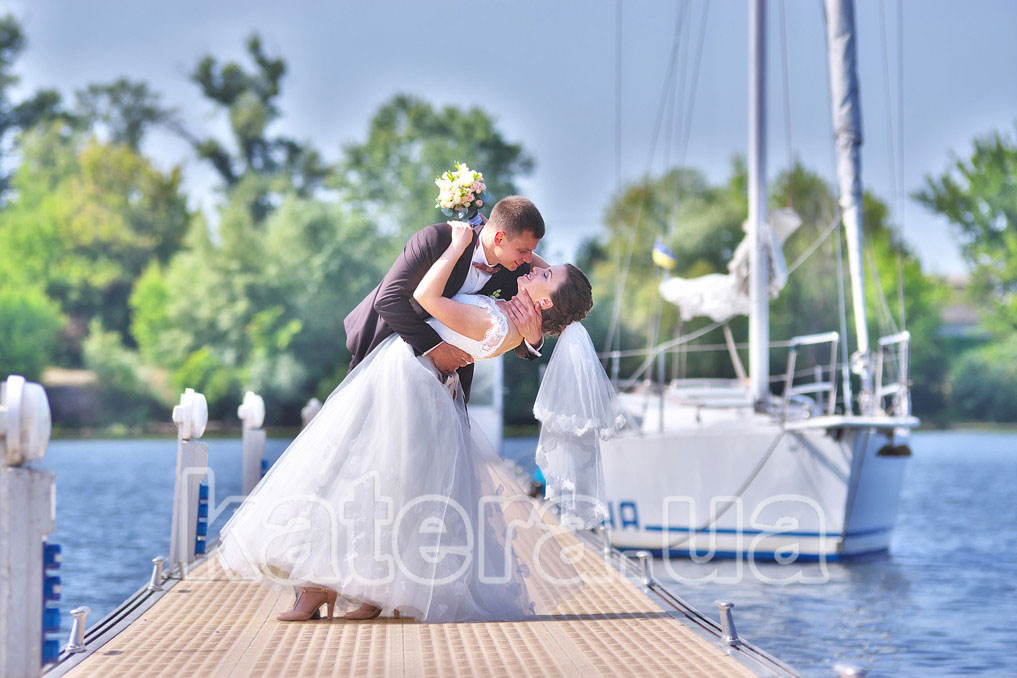 Яхта в аренду на свадьбу в Киеве