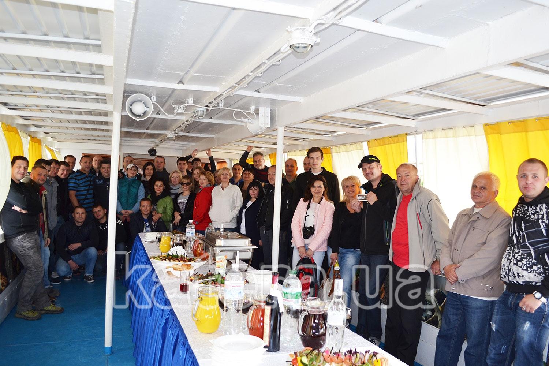 Общая фотография сотрудников компании на теплоходе Омар Хайям - katera.ua