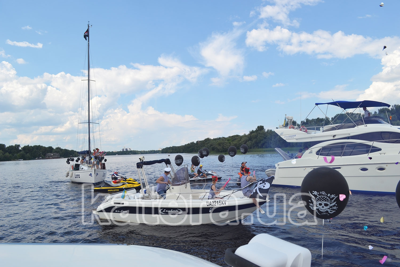 Предложения руки и сердца в котором участвовала: моторная и парусная яхта, 5 катеров и гидроцикл - katera.ua