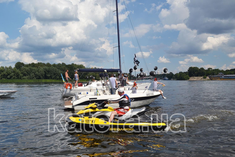 Оригинальное признание в любви девушке на яхте - katera.ua