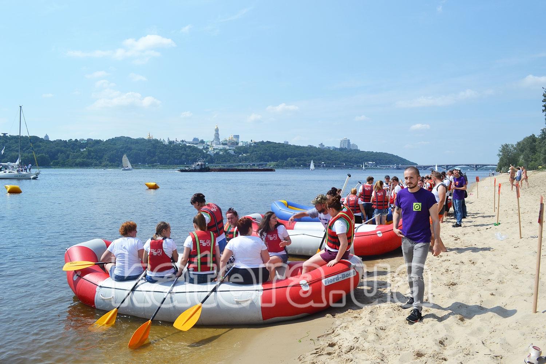 Команды распределились по рафтам для трансфера на свои яхты - katera.ua
