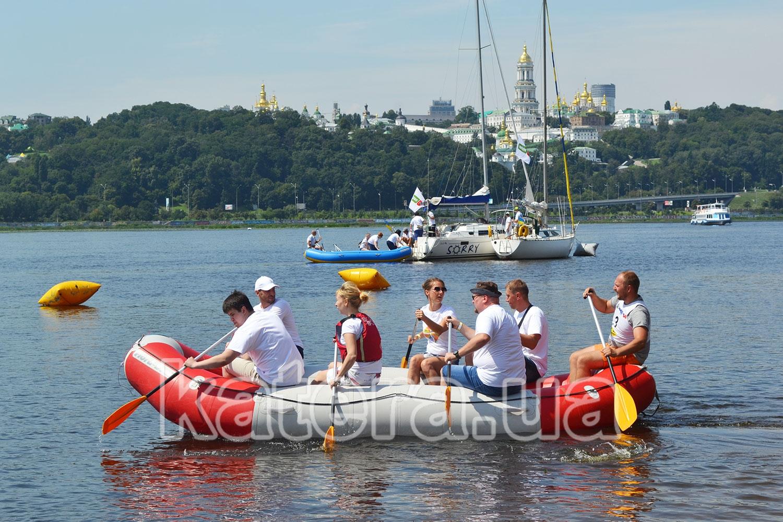 Переправа команд на яхты с помощью рафтов - katera.ua