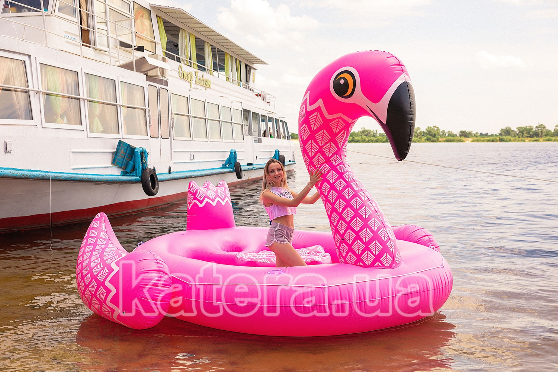 Фотосессия с огромным 5 метровым надувным розовым фламинго в воде - katera.ua