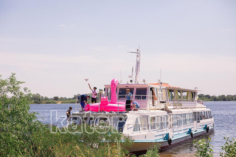 Теплоход Омар Хайям возле берега на острове Великий - katera.ua