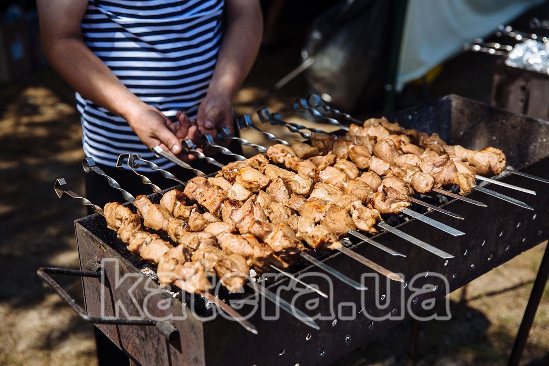 Приготовление сочного шашлыка на мангале - katera.ua