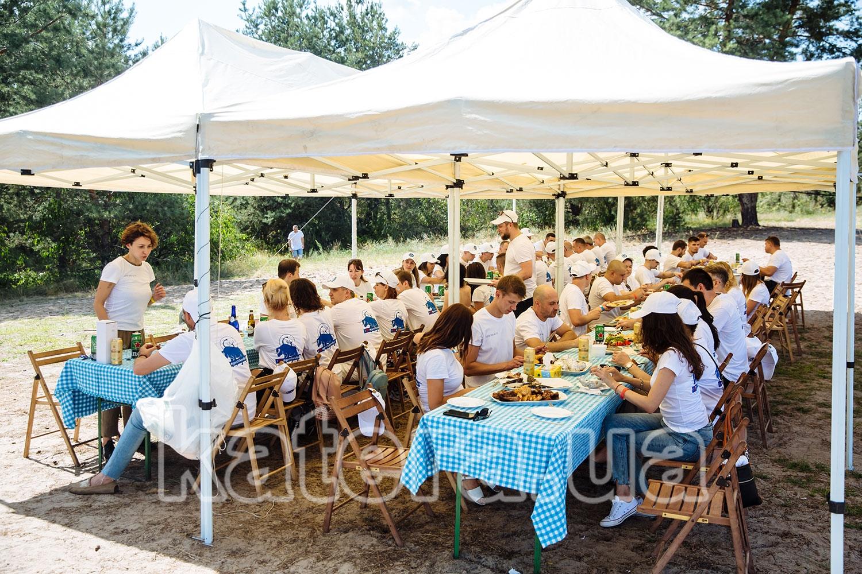 Пикник для гостей под тентом на острове Великий - katera.ua