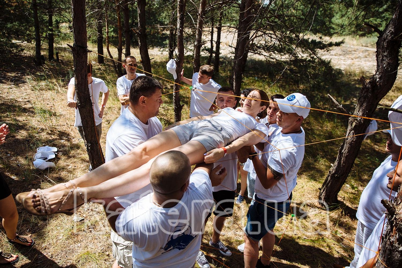 Слаженная работа коллектива в командообразующей игре - katera.ua