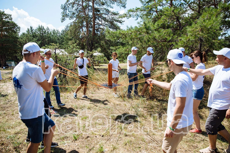 Упражнение по тимбилдингу требующее ловкости сотрудников - katera.ua