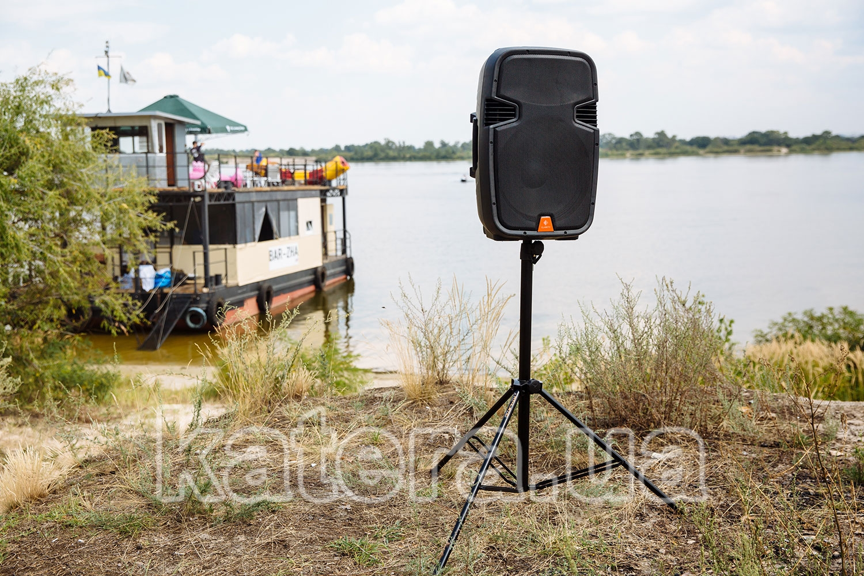 Автономные акустические системы Clarity MAX15MBAW с аккумулятором на стойке на острове Великий - katera.ua