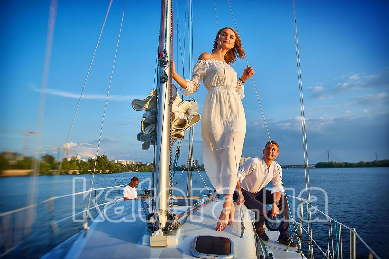Шаги девушки по яхте Александра — навстречу солнцу, мечте, любви и страсти - katera.ua