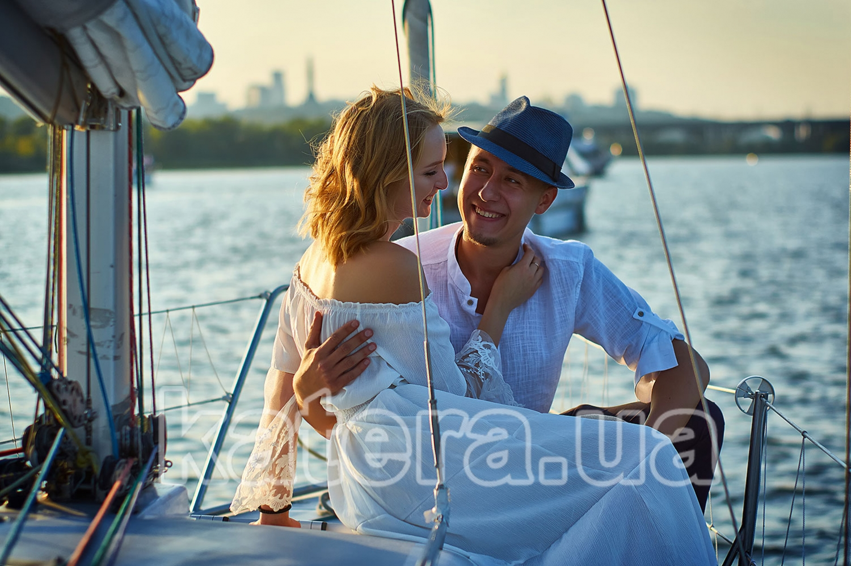 Каждое объятие на яхте длится всего несколько секунд, а запоминается на всю жизнь - katera.ua