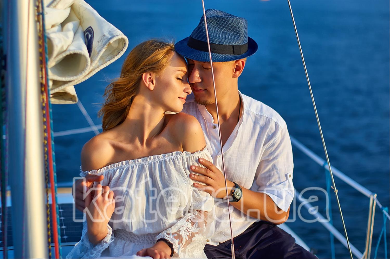 Волшебные объятия на яхте выражают чувства лучше слов - katera.ua