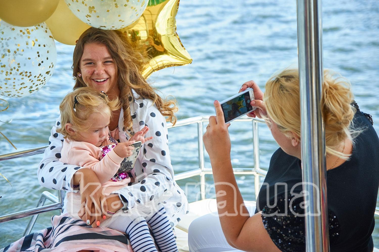 Фотосессия на фоне праздничных шаров - katera.ua