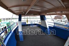Полуоткрытая кормовая площадка на верхней палубе теплохода Эколог - Katera.ua