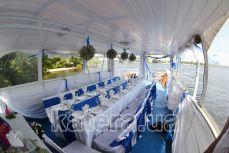 Свадебный декор верхней полуоткрытой палубы на теплоходе Радостный - Katera.ua