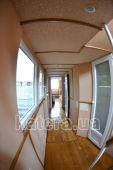 Коридор на нижней палубе между каютами и салоном на теплоходе Радостный - Katera.ua