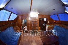 Выход с салона внутри на верхнюю палубу на яхте Астра - Katera.ua