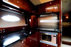 Кухня на моторной яхте Princess 50 - Katera.ua