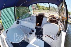 Полуоткрытая летняя площадка на яхте Бейлайнер 2655 - Katera.ua