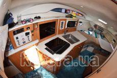Кухня внутри салона на яхте Бейлайнер 2655 - Katera.ua