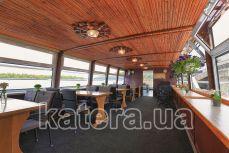 Основной закрытый банкетный зал на верхней палубе теплохода Резон - Katera.ua