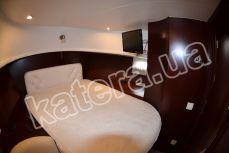 Двухместная кровать в каюте на яхте Фридом - Katera.ua