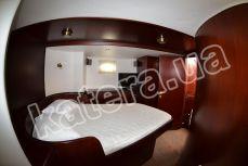 Двухместная каюта с телевизором на яхте Фридом - Katera.ua