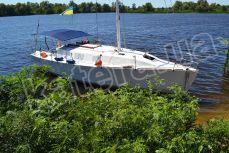 Яхта Глори возле острова - Katera.ua