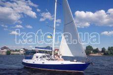 Отдых гостей на носовой площадке яхты Яна - Katera.ua