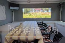 Стол и диваны внутри салона на катере Релакс - Katera.ua