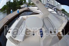 Диваны и столик в кокпите на яхте Бейлайнер 285 - Katera.ua