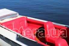 Красный кожаный салон на катере Стрела - Katera.ua