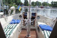 Вид с салона на кокпит на яхте Qeen - Katera.ua