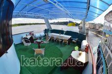 Полуоткрытая площадка на верхней палубе в корме на теплоходе Эдем - Katera.ua